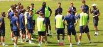 Allenamento di rifinitura della Roma in vista del match contro il Siviglia. Presenti Monchi e Baldissoni (VIDEO)