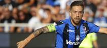 Il Papu Gomez senza fascia da capitano unificata come fatto da De Rossi