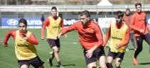 Allenamento Roma, palestra poi lavoro atletico e tattico. Individuale in campo per Kolarov e Zaniolo, terapie per Manolas e De Rossi