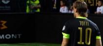 Fienga incontra Totti per offrirgli l'incarico da dt. L'ex capitano ci pensa