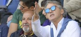 Mancini allena i piedi quadrati azzurri. In Francia la fuga dei montati. Pop corn per Lazio-Inter